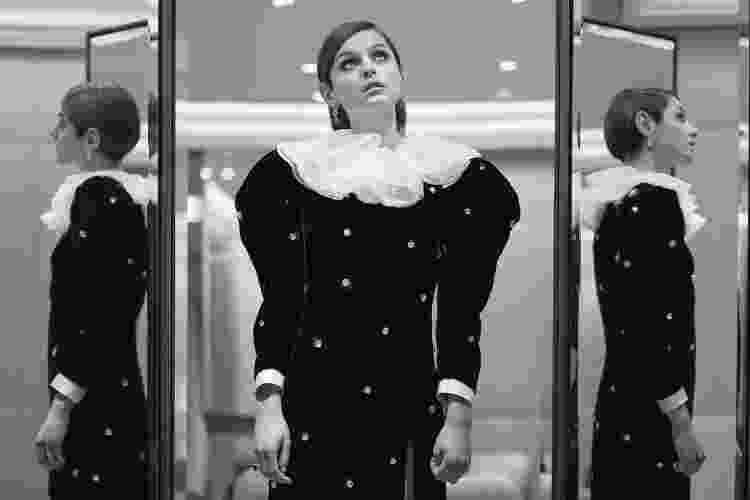 A atriz Emma Corrin para o Globo de Ouro 2021 vestindo Miu MIu - Reprodução/Instagram - Reprodução/Instagram