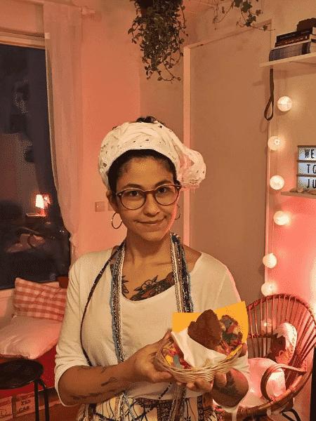 Mariele prepara acarajés em casa - Arquivo pessoal - Arquivo pessoal