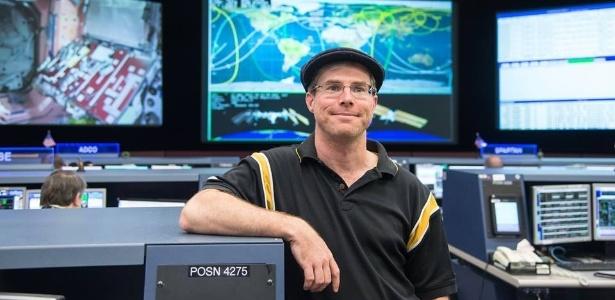 """Andy Weir, autor de """"Perdido em Marte"""", no Centro de Missões da Nasa, em Houston - James Blair/Nasa/Divulgação"""