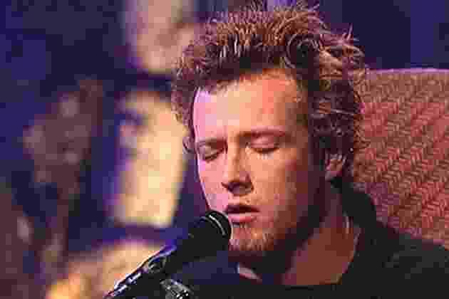 Scott Weiland durante a gravação do Acústico MTV Stone Temple Pilots em 1993 - Reprodução