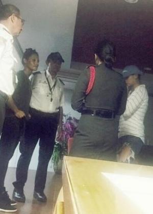 A americana Adrianna Martin e a australiana Prymann Camille acabaram presas - Patong Police