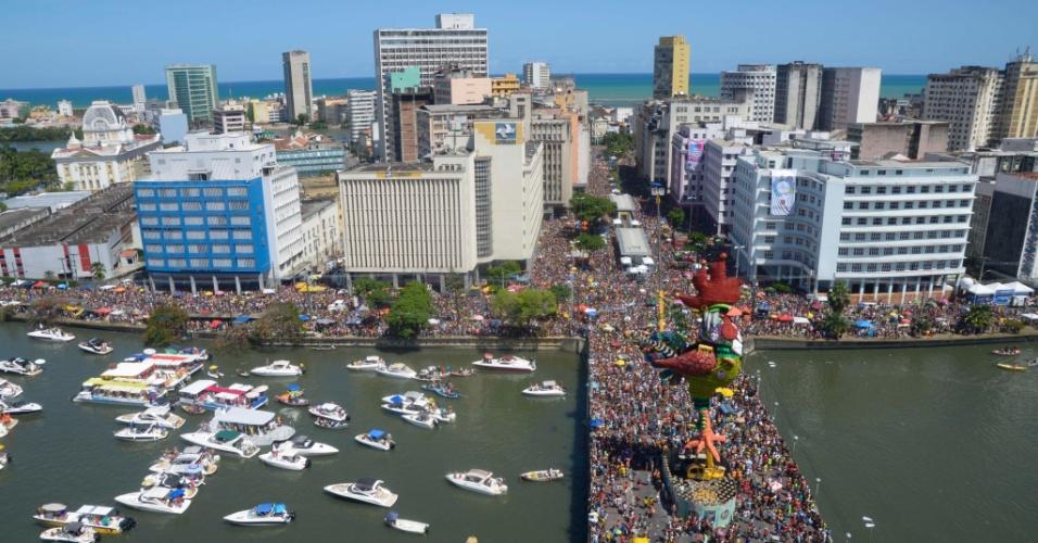 6.fev.2016 - Vista aérea do bloco Galo da Madrugada, que prometeu levar mais de 2 milhões de foliões para as ruas do Recife.