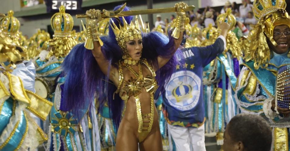 8.fev.2016 - Sabrina Sato é a rainha de bateria da Vila Isabel, primeira escola a desfilar nesta segunda-feira na Sapucaí