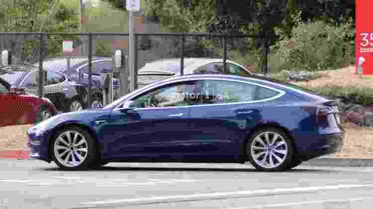 Model 3 é o terceiro carro lançado pela Tesla, que já apresentou o sedã Model e o SUV Model X - Motor1.com - Motor1.com