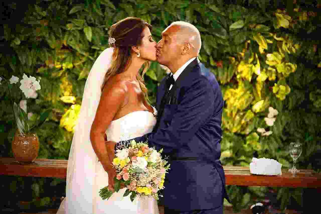 """Juntos há 20 anos, Nana Magalhães e Tiririca se casam no programa """"Eliana"""" - Divulgação/SBT"""