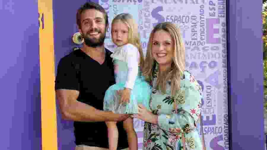 Rafael Cardoso e Mariana Bridi comemoraram o aniversário de Aurora - AgNews