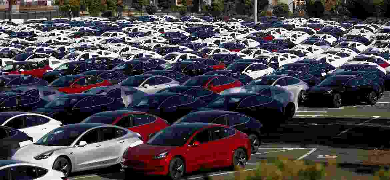 Estoque de Tesla Model 3 em pátio na fábrica de Fremont, nos EUA - Stephen Lam/Reuters