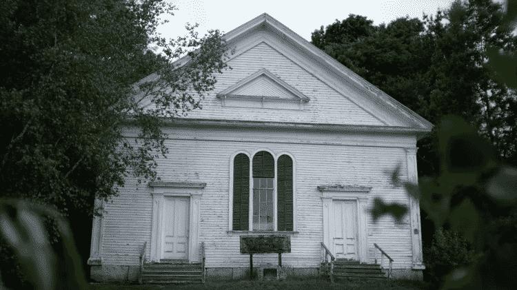 Igreja na cidade de Durham, no Maine, onde Stephen King passou a infância - Reprodução/YouTube - Reprodução/YouTube