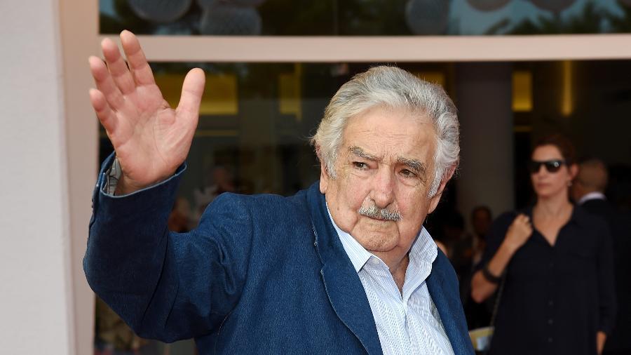 Pepe Mujica, ex-presidente do Uruguai, passa pelo tapete vermelho do Festival de Veneza - Antony Jones/Getty Images