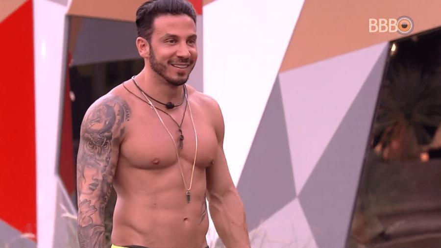 Gustavo fala sobre comportamento de Vinicius - Reprodução/Globoplay