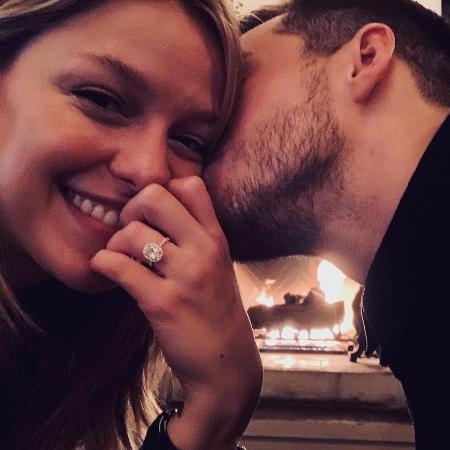Melissa Benoist e Chris Wood mostram foto de noivado - Reprodução/Instagram