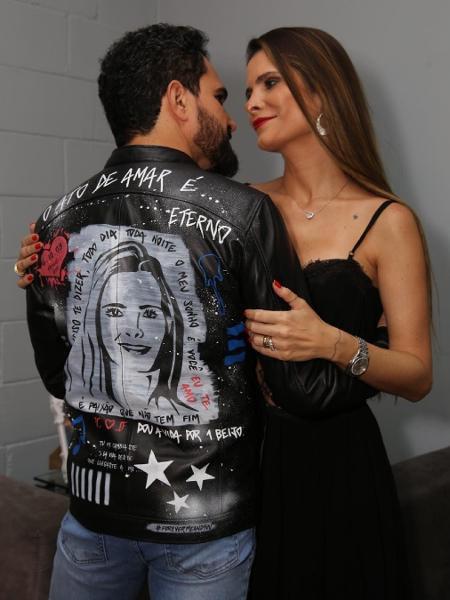 Cantor Luciano surpreende a mulher com jaqueta personalizada com seu rosto - Reprodução/Instagram