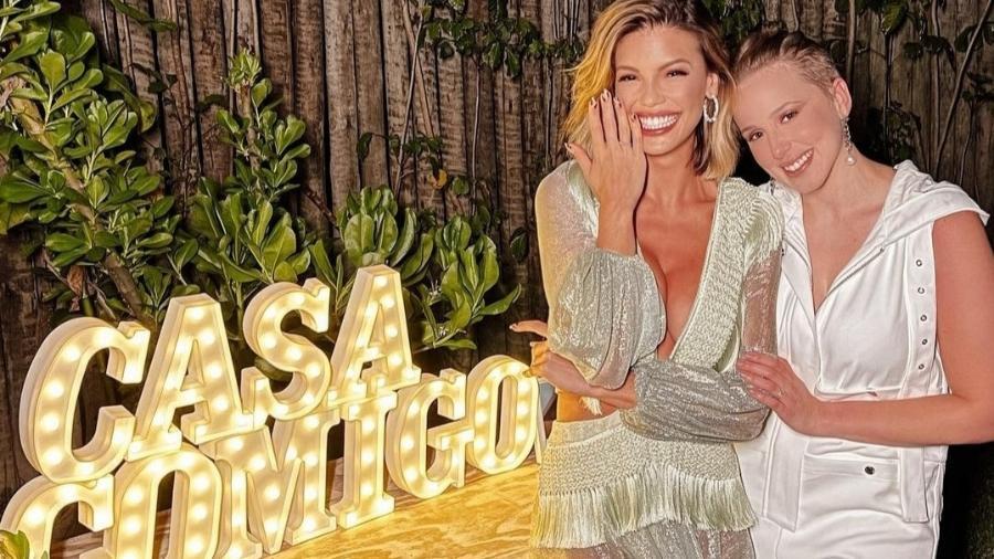 Vitória Strada e Marcella Rica ficaram noivas no primeiro dia do ano - Reprodução/Instagram