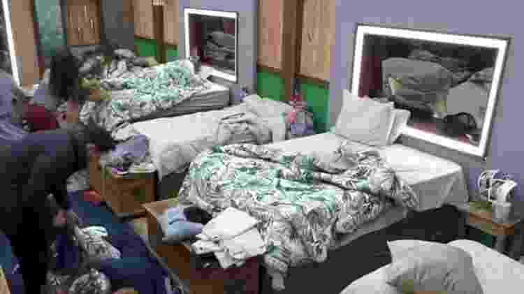 A Fazenda 2021: Dayane Mello deixa cama de Borel para dormir na ex-cama de Medrado - Reprodução/Playplus - Reprodução/Playplus