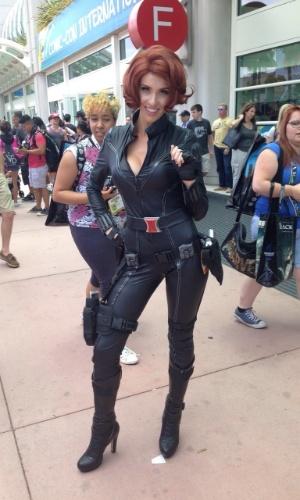"""9.jul.2015  - Participante da San Diego Comic-Con circula pelo Centro de Convenções fantasiada de Viúva Negra, personagem de """"Os Vingadores"""""""