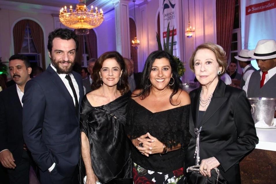 1.dez.2015 - Rodrigo Lombardi, Marieta Severo, Regina Casé e Fernanda Montenegro no Prêmio Cariocas do Ano da revista Veja Rio