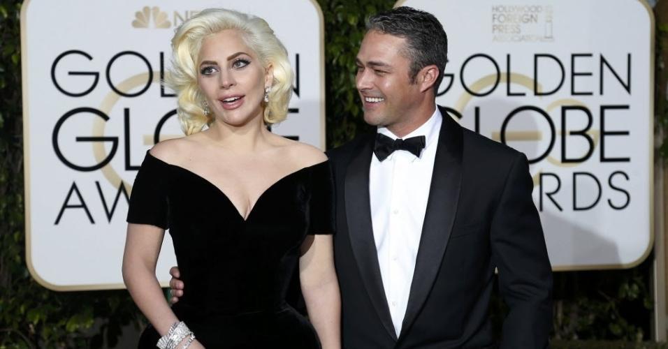 10.jan.2016 - Lady Gaga com o noivo Taylor Kinney no Globo de Ouro 2016