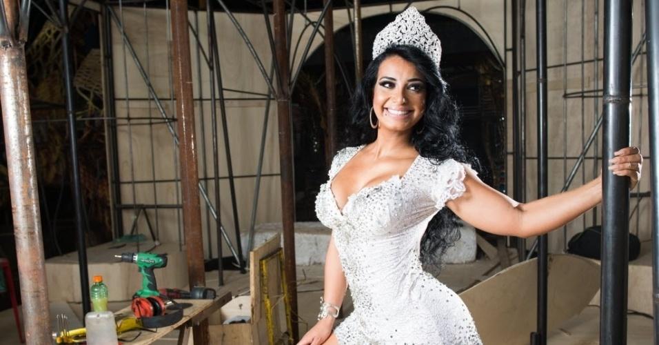 """A agremiação apresenta o samba-enredo """"Ave Maria Cheia de Faces"""""""