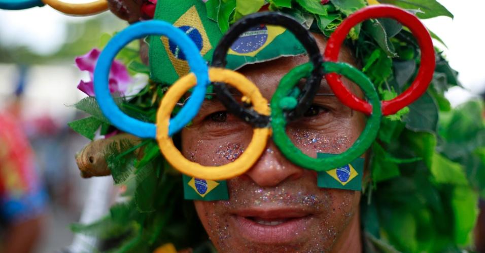 6.fev.2016 - Os arcos olímpicos também foram usados nas fantasias coloridas da Banda de Ipanema, no Rio