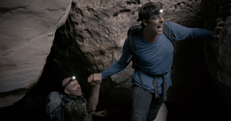 Fábio Porchat anda em caverna na Serra do Espinhaço para o programa