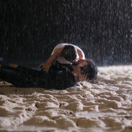 """Em """"A Lei do Amor"""", Tiago beija Letícia - Reprodução/A Lei do Amor/Gshow"""