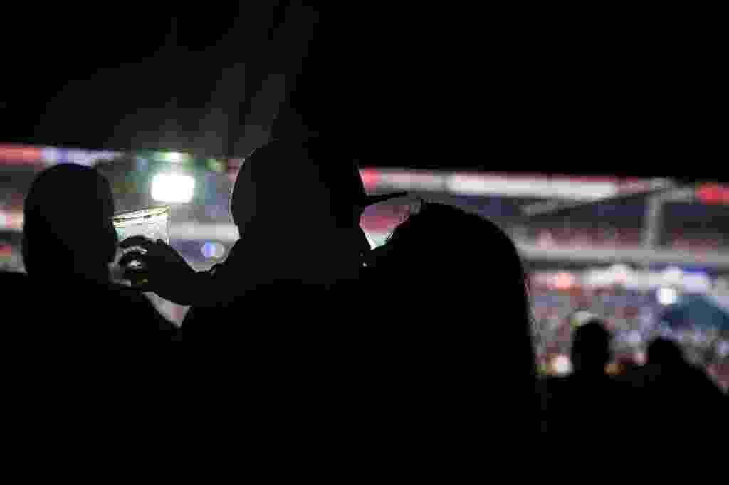 Pegação e clima de romance no VillaMix Festival São Paulo, no Estádio do Morumbi - Amanda Perobelli/UOL