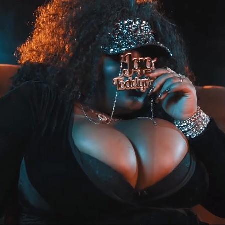"""Jojo Todynho no clipe de """"Que Tiro Foi Esse"""" - Reprodução"""