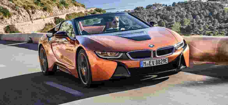 BMW i8 tem sistema que reproduz ronco de motor nos alto-falantes do carro - Divulgação