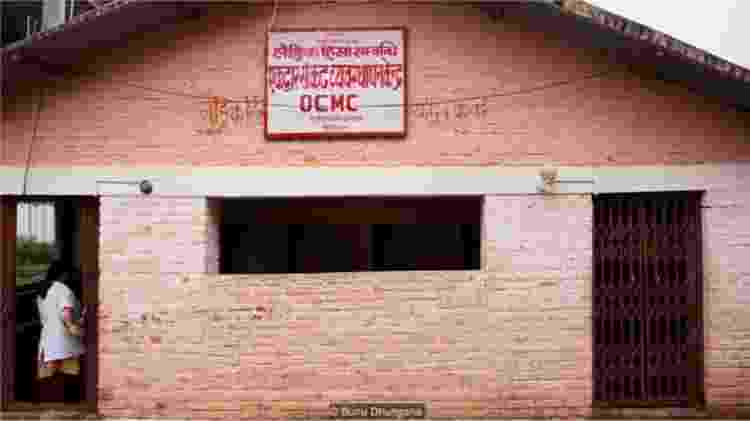 O centro de gerenciamento de crise no Hospital Sub-Regional Rapti em Ghorahi, Nepal - BUNU DHUNGANA - BUNU DHUNGANA