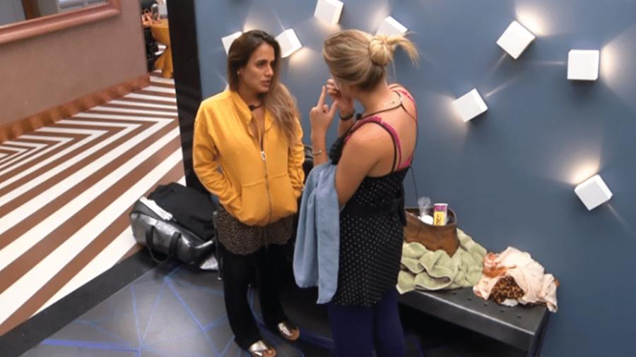 Isabella e Carolina conversam - Reprodução/GloboPlay