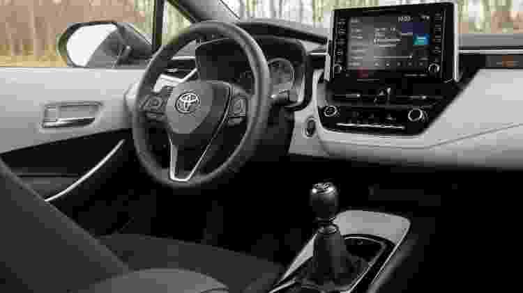 Toyota Corolla LE (interior) - Divulgação - Divulgação