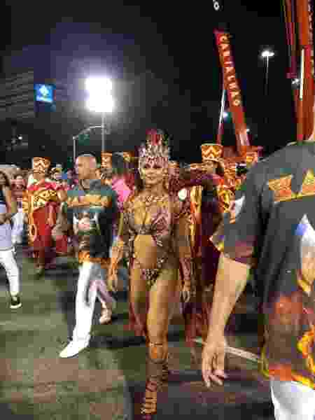 Viviane Araújo chega para os Desfiles das Campeãs, na Sapucaí - Monique Arruda / UOL