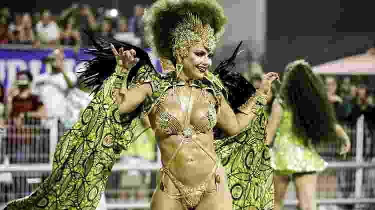Viviane Araújo samba com a Mancha Verde no Desfile das Campeões - Mariana Pekin/UOL - Mariana Pekin/UOL