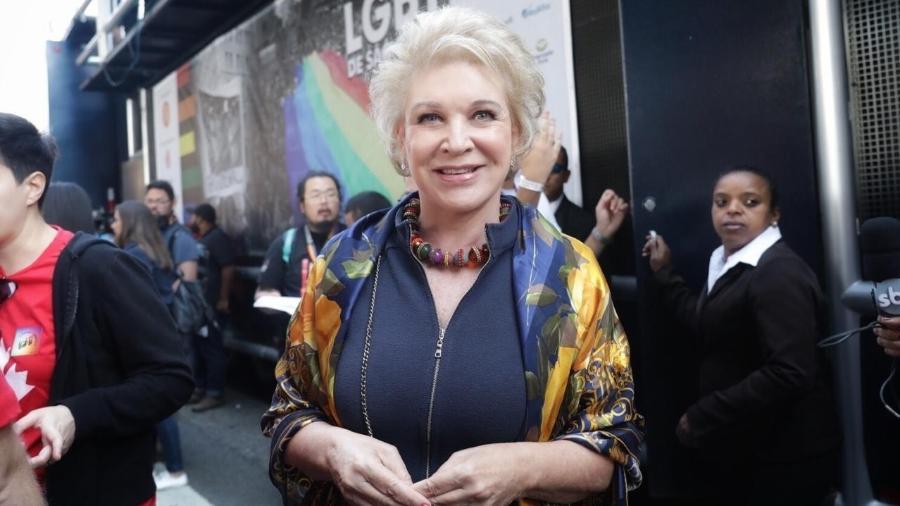 A ex-prefeita de São Paulo Marta Suplicy apareceu no evento ainda na concentração, na Avenida Paulista  - Luciola Villela/ UOL