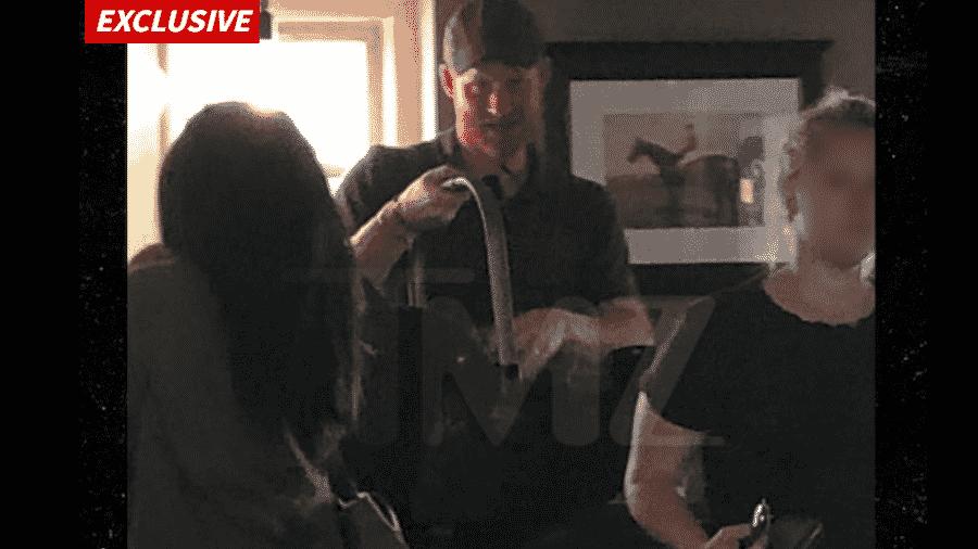 Príncipe Harry e Meghan Markle levam o filho Archie a um pub - Reprodução/TMZ