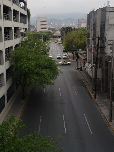 Foto da cidade de Monterrey na manhã desta segunda-feira (9), em via que normalmente tem engarrafamento - Reprodução/Twitter/@elnortelocal
