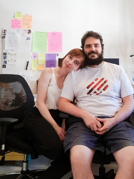 As reuniões por vídeo do gerente de projetos Gabriel Werlich atrapalha concentração de sua namorado, a produtora de conteúdo Sarah Soares - Arquivo pessoal