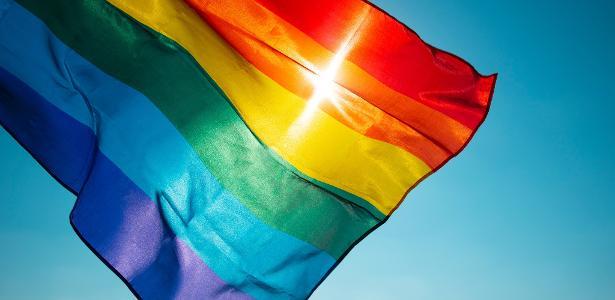 Marcha do Orgulho Gay reúne milhares de manifestantes em Paris