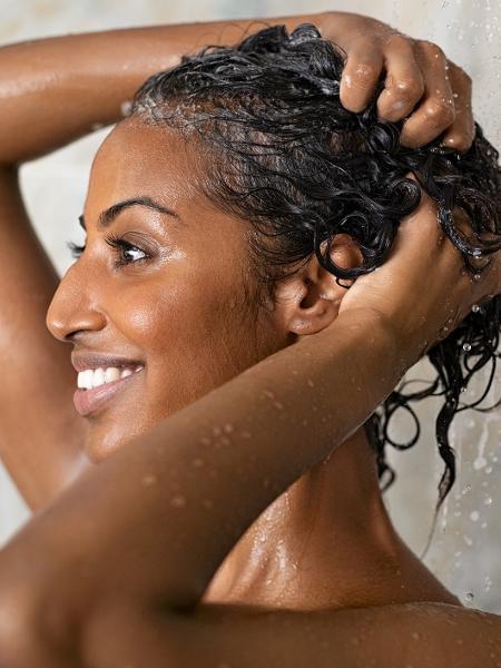 Para ir além do shampoo e do condicionador: invista em rituais de relaxamento - Getty Images