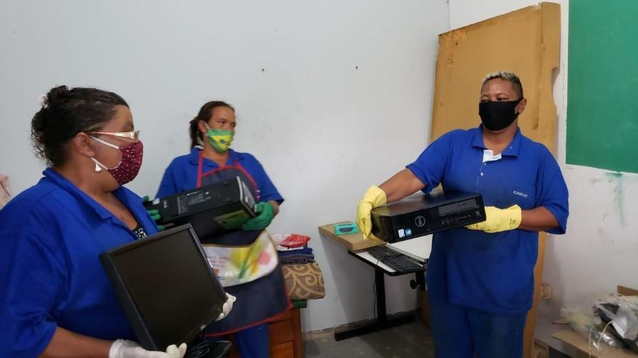 Projeto Ação Gueto organizou a doação de dois computadores de mesa para uma cooperativa de catadores de Campinas - Cláudia Aguiar