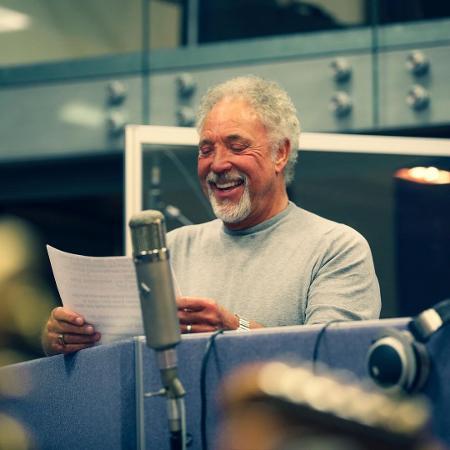 Tom Jones em estúdio de gravação em 2020 - Reprodução/Instagram