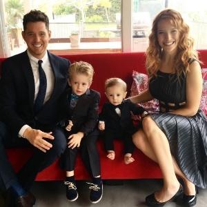 Michael Bublé com sua mulher, a atriz e modelo Luisana Lopilato, e os filhos Noah e Elias - Reprodução/Instagram/michaelbuble