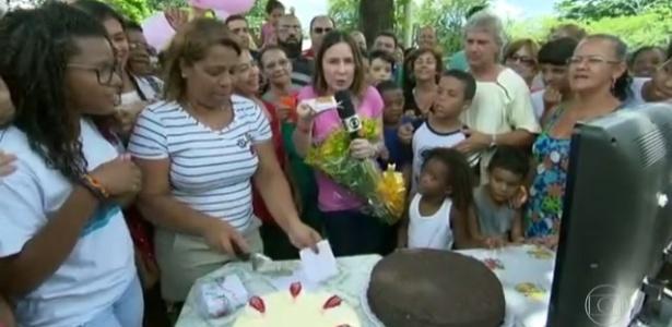 """Susana Naspolini ganhou flores e até bolo na volta ao """"RJTV"""" - Reprodução/TV Globo"""