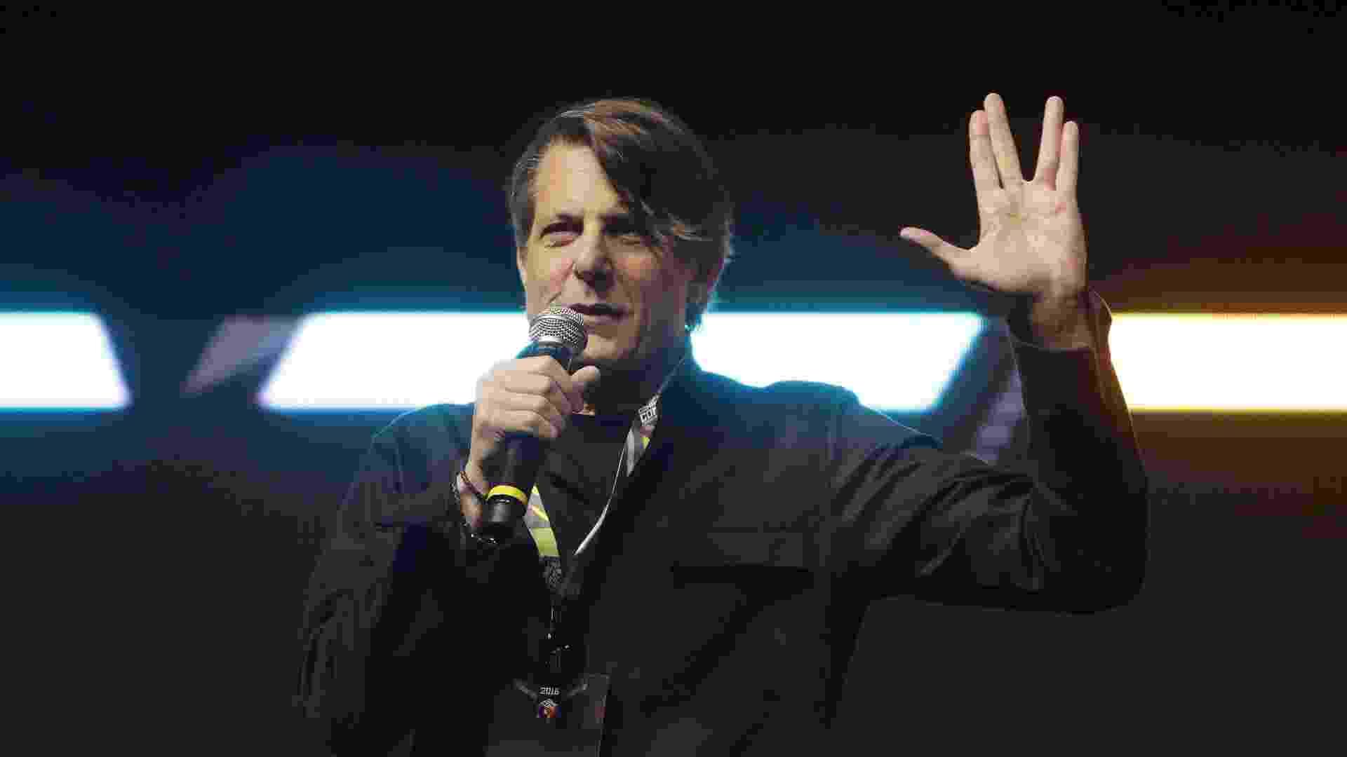 """2.dez.2016 - Vida longa e próspera! Adam Nimoy, filho do ator Leonard Nimoy, que interpretava Spock na série """"Star Trek"""", apresentou em primeira mão para o público brasileiro o documentário """"For The Love of the Spock"""" - Ricardo Matsukawa/UOL"""
