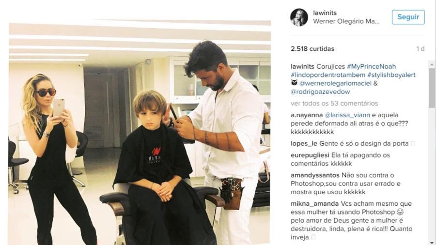 """Danielle Winits posta foto em um salão ao lado do filho, Noahn, e chama a atenção por parede """"torta"""" - Reprodução/Instagram/lawinits"""