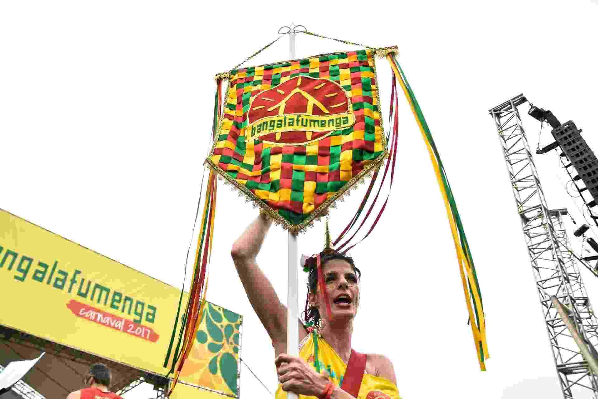 Milhares de foliões se divertem no Bloco Bangalafumenga no Aterro do Flamengo, zona sul do Rio de Janeiro, na manhã deste domingo (26) - Glaucon Fernandes/Eleven/Estadão Conteúdo