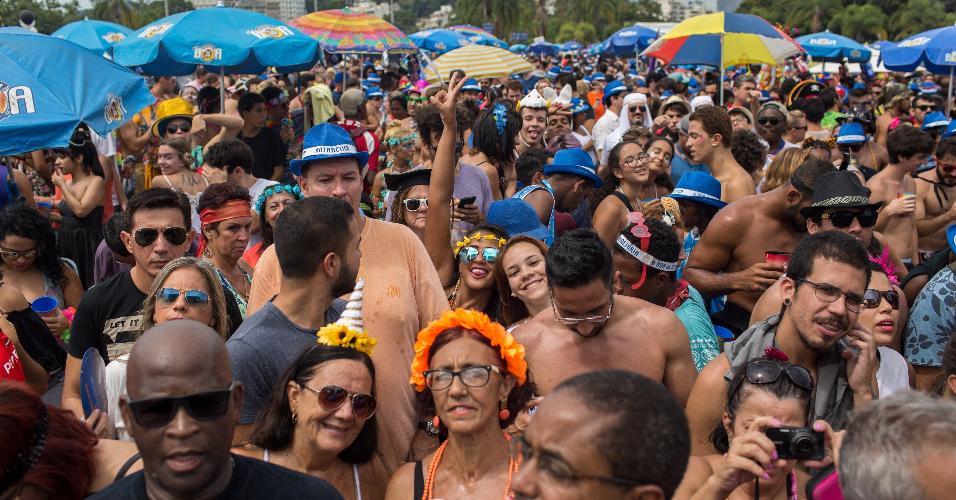 Foliões foram ao Aterro do Flamengo, zona sul carioca, pular Carnaval ao som de Beatles