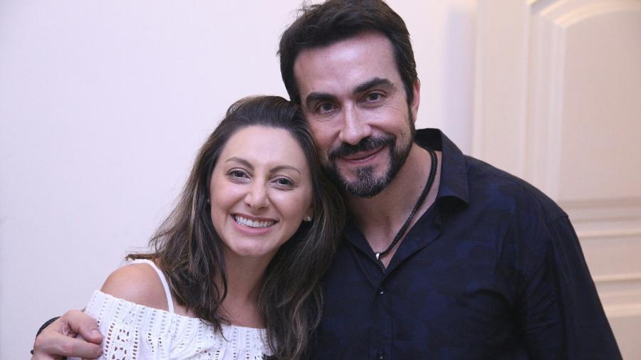A cantora Lilian e o padre Fábio de Melo, que gravou uma das músicas dele em seu novo disco - Alice Venturi/Divulgação