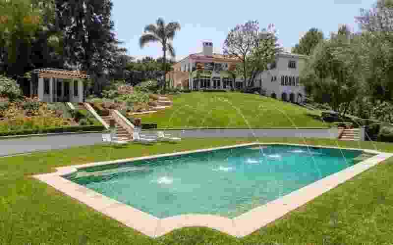 Angelina Jolie comprou mansão que foi do cineasta Cecil B. DeMille - Reprodução/Hilton&Hyland
