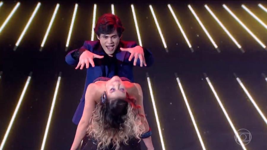 """Lucas Veloso e Nathalia, que conquistaram a pontuação máxima na estreia do """"Dança dos Famosos"""" - Reprodução / TV Globo"""